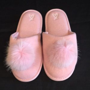 NWOT Victoria's Secret Pink Knit Slippers w/Puffs